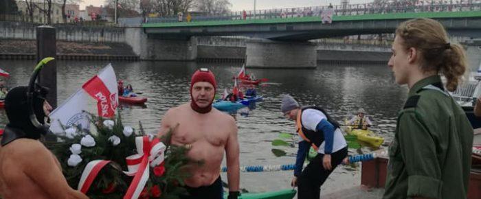 Ratownicy WOPR na 100 lecie Niepodległości.